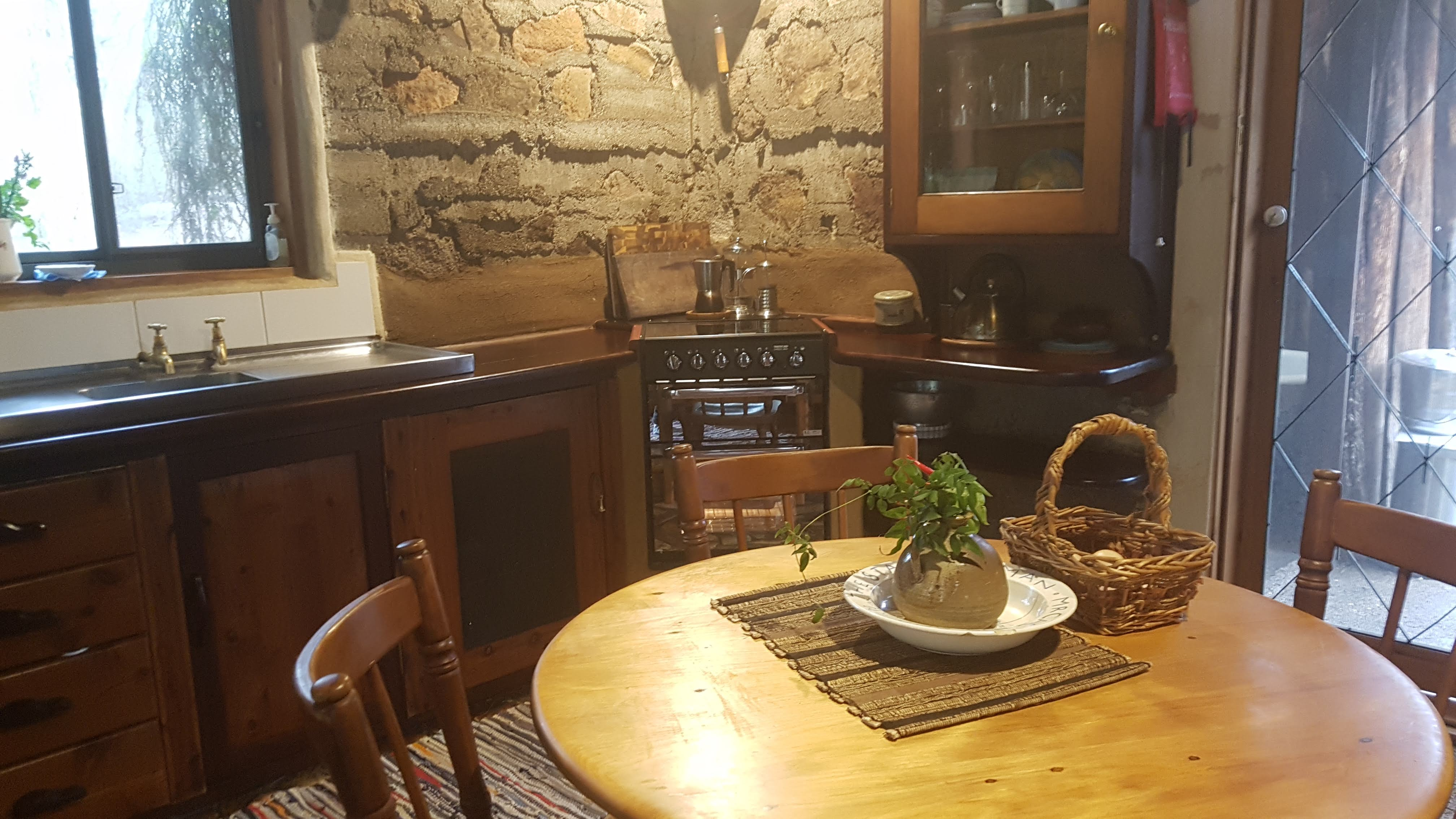 Cottage Kitchen - fully self-contained 4 burner, grill and oven